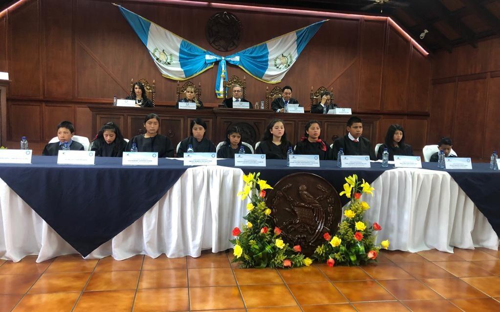 Guatemala tuvo hoy una corte infantil de Magistrados