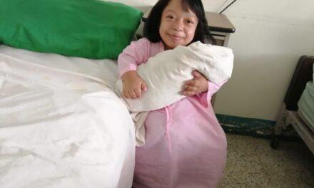 Mamá de talla pequeña fue atendida por el Seguro Social para tener un parto sin complicaciones
