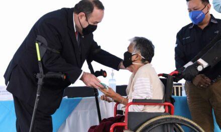 Giammattei pedirá más recursos al Congreso para el Bono Familia