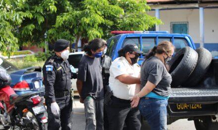 Como en las películas, robacarros se enfrentan a la policía