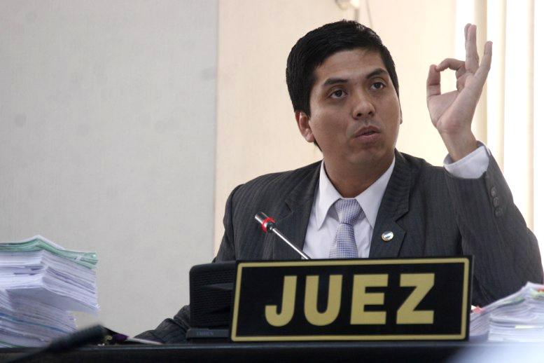 Juez de dudosa honorabilidad protege a ex ministro de Comunicaciones, no autoriza orden de captura