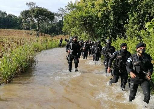Destruyen pista de aterrizaje clandestina en Cobán