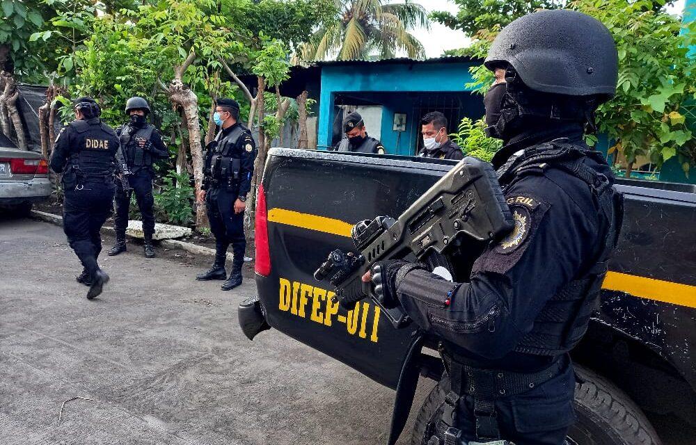 """Desarticulan a """"Los de la limonera"""", estructura criminal integrada por agentes de la PNC"""
