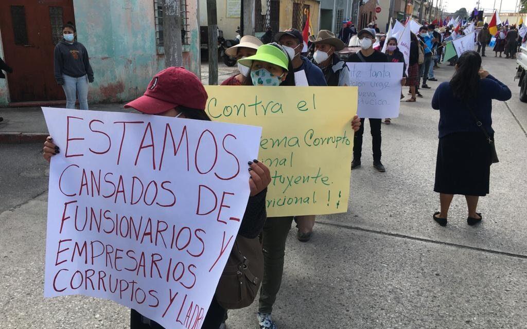Organizaciones marchan en la ciudad y exigen renuncias de funcionarios
