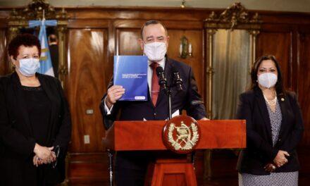 Gobierno de Giammattei presenta Plan Nacional de Vacunación contra el COVID-19