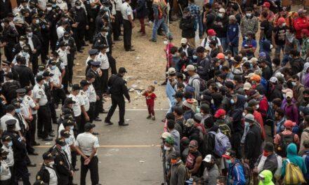"""Decretan """"estado de prevención"""" ante posible llegada de migrantes hondureños"""