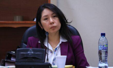 El mundo al revés: jueza Aifán es perseguida por el prófugo Moto