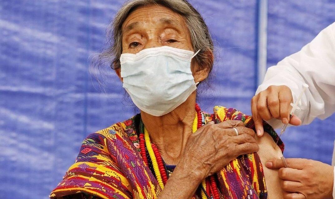 Colapsan los centros de vacunación en la Ciudad del Futuro