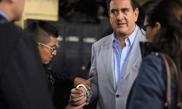 Gustavo Alejos recupera su libertad tras clausura de uno de sus 5 casos