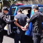 Guardia de seguridad enloquece y dispara contra compañeros