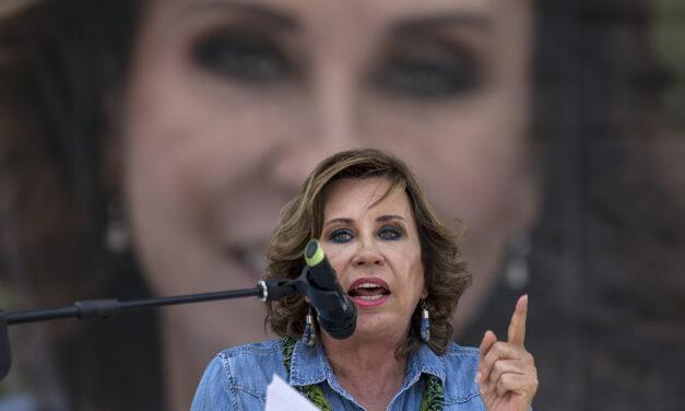 ¿Será que Sandrita está obsesionada con la presidencia?