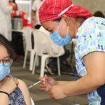 Cientos de universitarios se vacunan durante la primera jornada