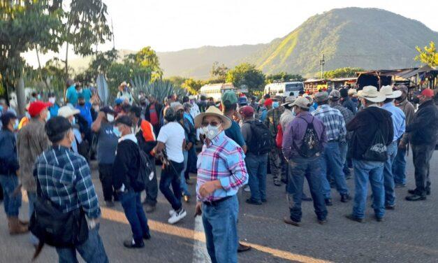 Otra jornada de bloqueos: Ahora protestan excuques