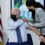 Joe Biden ya se puso la tercera dosis